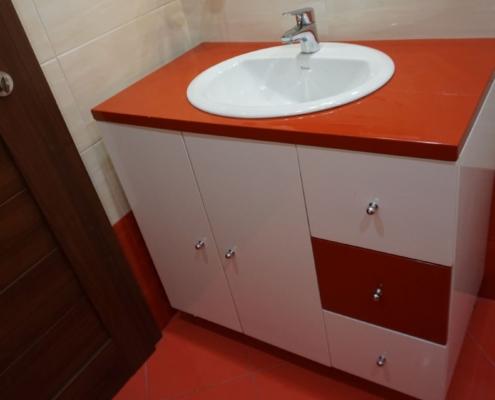 малка червена баня, пвц шкаф по поръчка