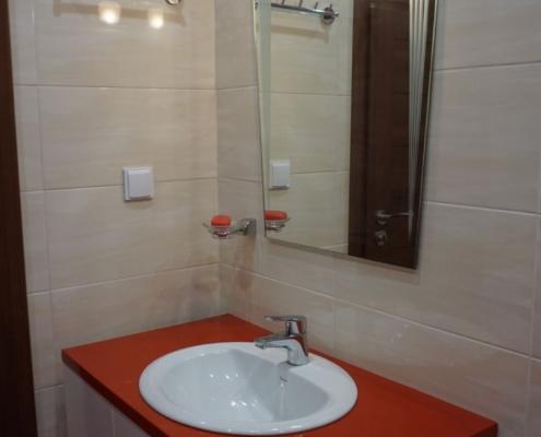 малка червена баня, огледало